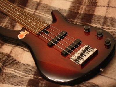 Бас-гитара «Yamaha». Модель BB-405