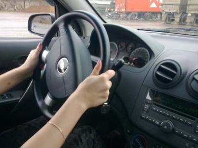 Инструктор по вождению на автомобиле с коробкой автомат