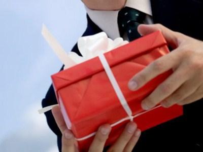 Какой подарок выбрать любимой женщине?
