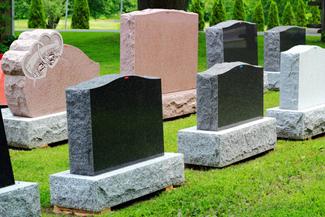 Какой материал выбрать для памятника