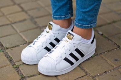 Правильный уход за кроссовками Адидас